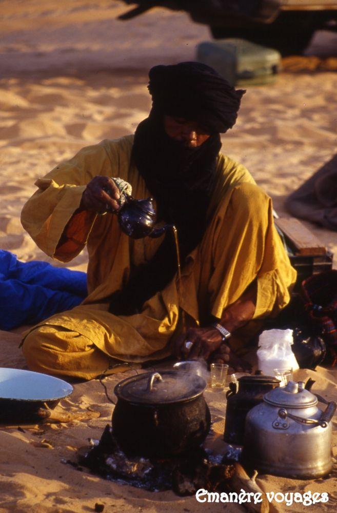 Thé touareg sahara desert algerie