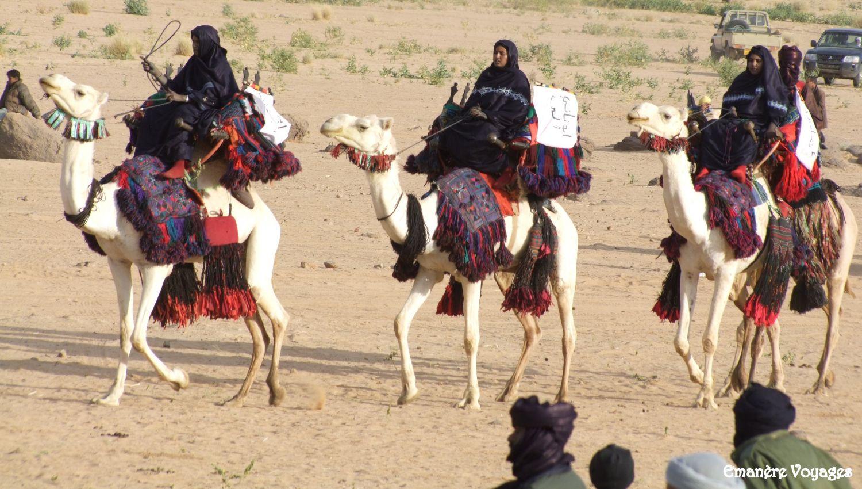 Fete_du_chameau_Sahara_Algerien_Femmes_Touareg.JPG